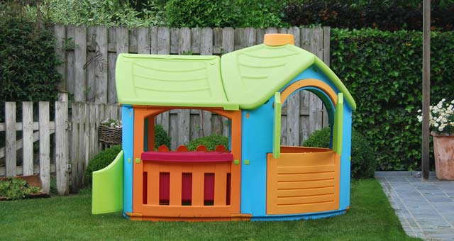know how to build a playhouse out of pallets