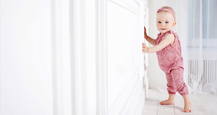 follow these steps to teach your baby to walk independently